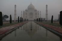 Taj Mahal im Morgennebel