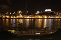 altes Portweinschiff vor Porto