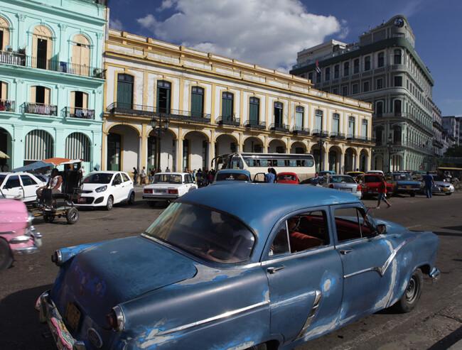 el coche azul